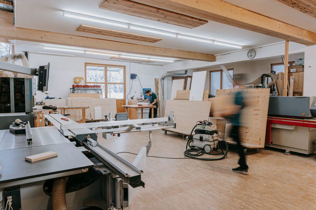 Tischlerei holzig Küchen & Möbel